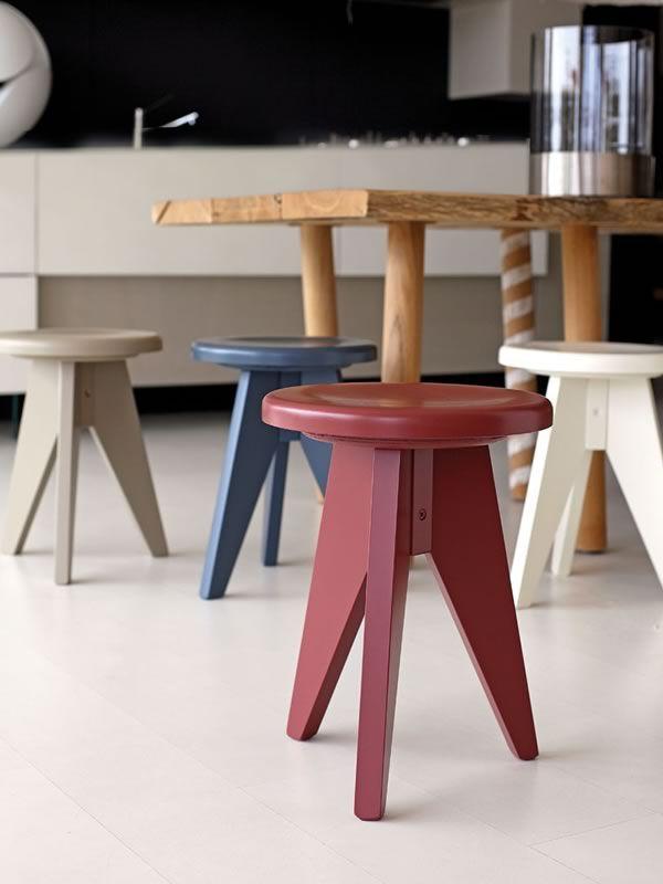 Sp15 para bare y restaurantes taburete bajo r stico de for Taburetes de madera rusticos
