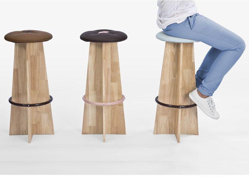Bottone Alto: Sgabello alto in legno con seduta imbottita, diversi colori disponibili - Sediarreda