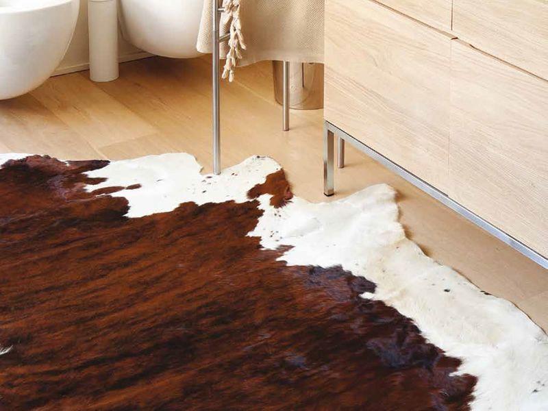 kuh teppich aus nat rlichem rindsleder pelle naturale. Black Bedroom Furniture Sets. Home Design Ideas