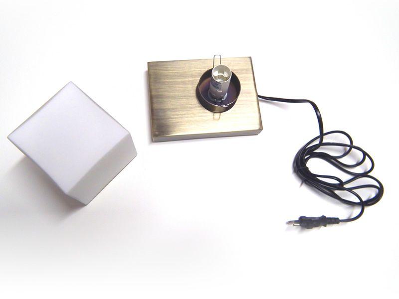 FA2401 Lampada da tavolo vista dallalto con base metallica e ...