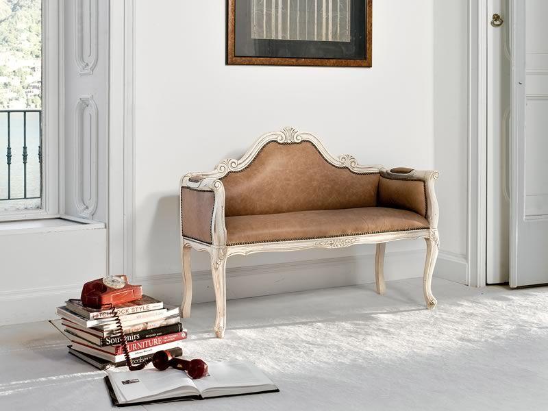 klassisches sofa mit holzrahmen von tonin casa verschiedene farben und bez ge erh ltlich 1574. Black Bedroom Furniture Sets. Home Design Ideas