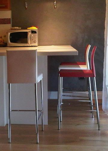 Una comoda penisola in cucina danilo da roma sediarreda for Sgabelli per penisola