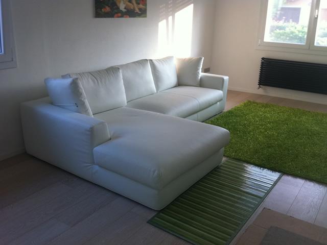 Referenze divano in pelle bianca un intramontabile - Divano bianco in pelle ...