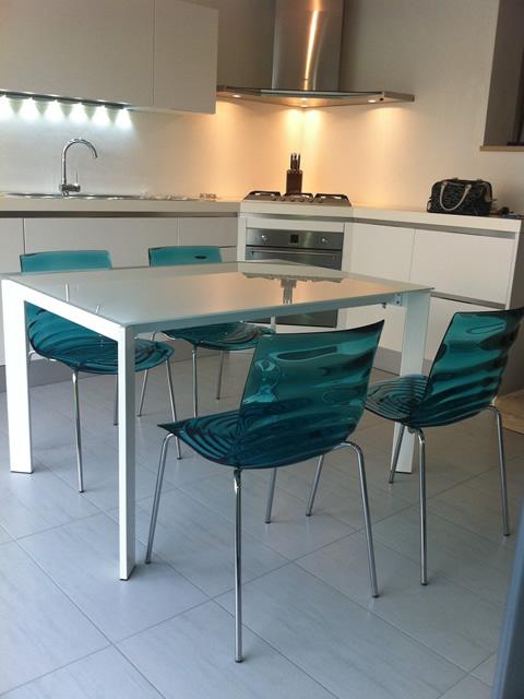 tavolo in vetro: ideale anche in cucina! - sediarreda - Tavolino Cucina
