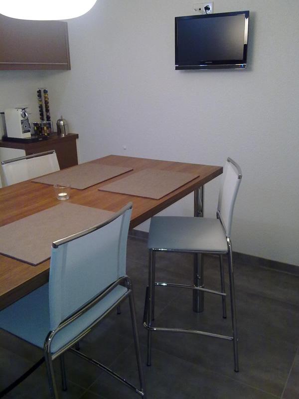 hocker aus metall und textplast ideal f r die k che emanuele aus schwanau sediarreda. Black Bedroom Furniture Sets. Home Design Ideas