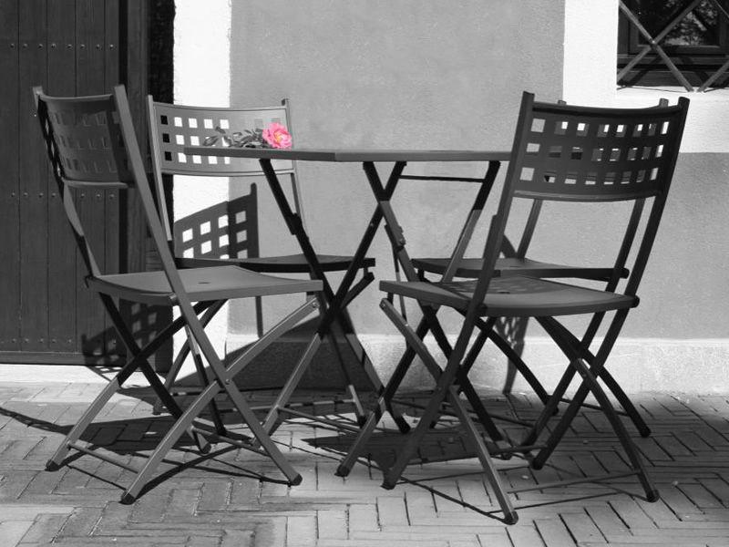 Zeus per bar e ristoranti tavolo pieghevole in metallo - Tavolo pieghevole con sedie ...