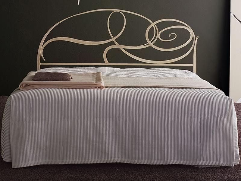 Capriccio letto matrimoniale in ferro battuto disponibile in diverse finiture sediarreda - Letto in ferro battuto bianco ...