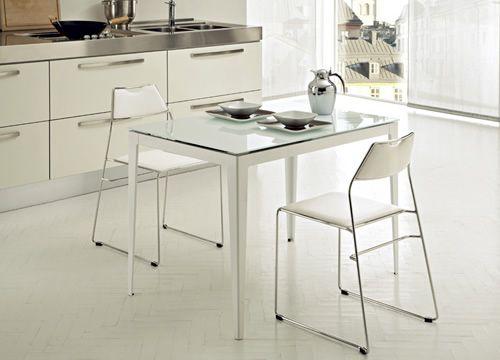Wind 110 tavolo domitalia in metallo piano in vetro for Tavolo cucina 70 x 110