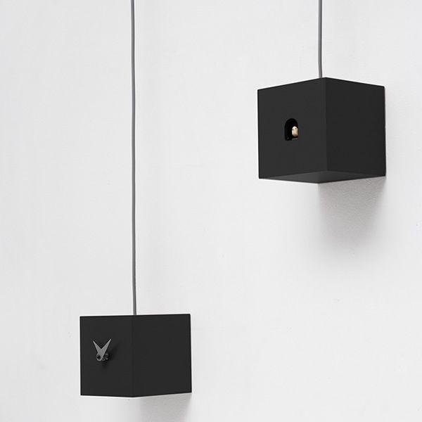 tutu horloge coucou de design en bois et en. Black Bedroom Furniture Sets. Home Design Ideas