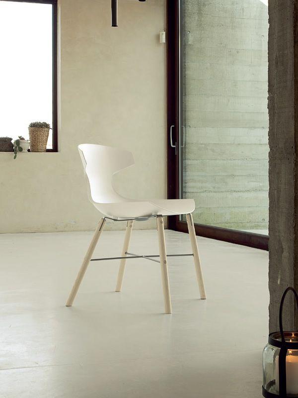 Echo l chaise domitalia en bois et polypropyl ne sediarreda for Chaise domitalia