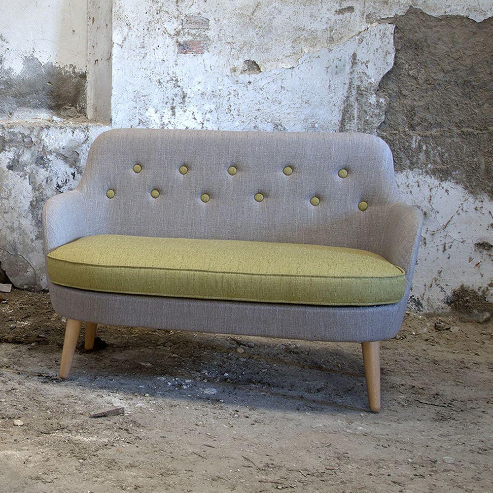 Cornell l divano moderno domingo salotti con gambe in legno disponibile in tessuto pelle o - Divano pelle o tessuto ...