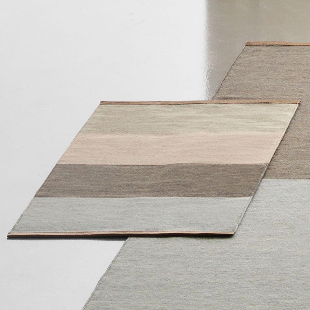 fields 4 teppich aus reiner wolle in zwei verschiedenen abmessungen verf gbar r nder aus. Black Bedroom Furniture Sets. Home Design Ideas