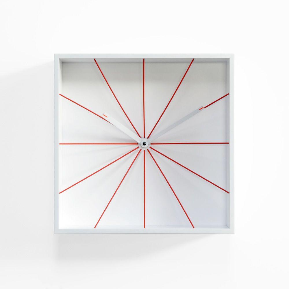Prospettivo orologio da parete in legno diversi colori for Scritte in legno da parete