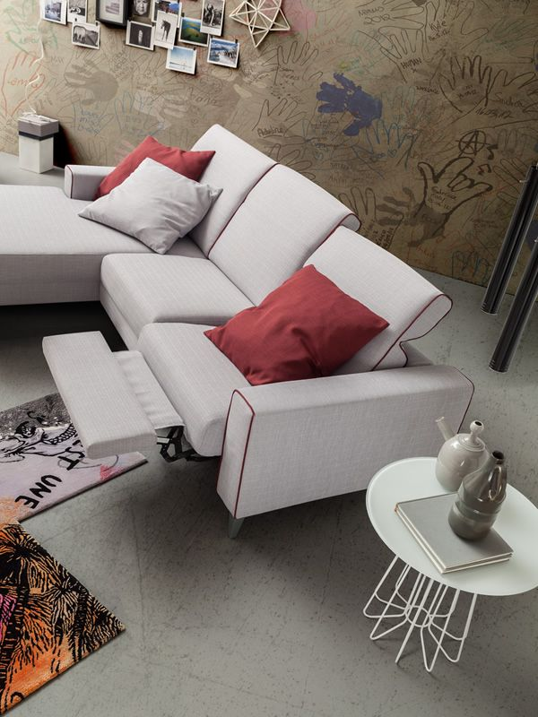 Drive in 2xl modern sofa with relax position and chaise for Chaise longue relax
