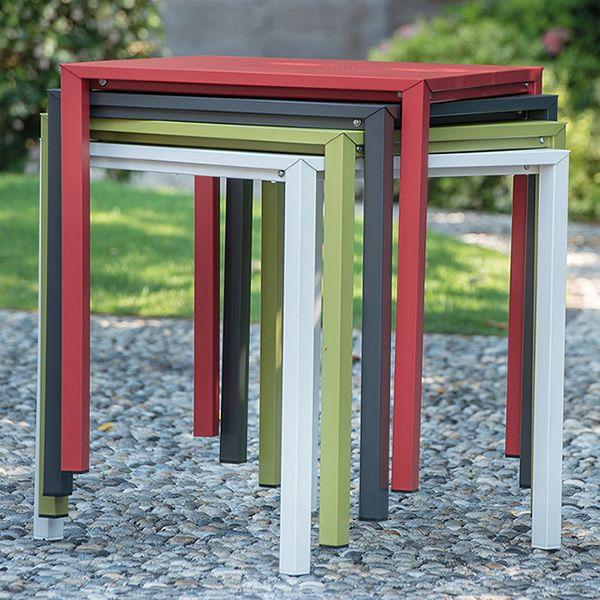 Jolly tavolo emu in metallo impilabile piano quadrato for Emu tavoli da giardino