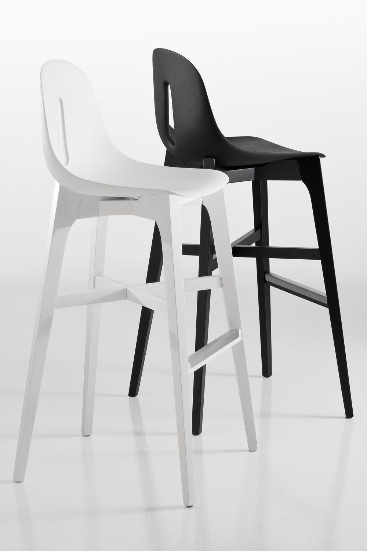 gotham wood sg designer hocker chairs more aus holz und polyurethan in verschiedenen farben. Black Bedroom Furniture Sets. Home Design Ideas