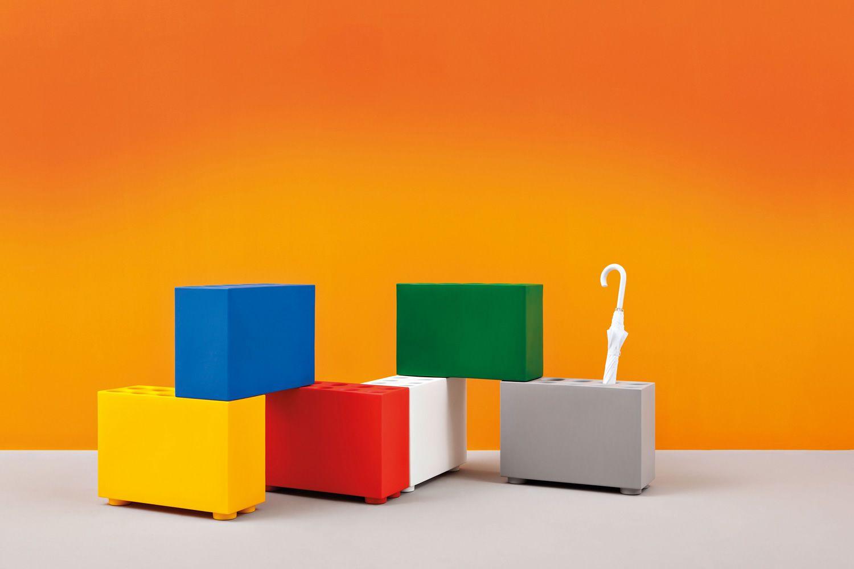 brick porte parapluie et s par pedrali en poly tyl ne de diff rentes couleurs sediarreda. Black Bedroom Furniture Sets. Home Design Ideas