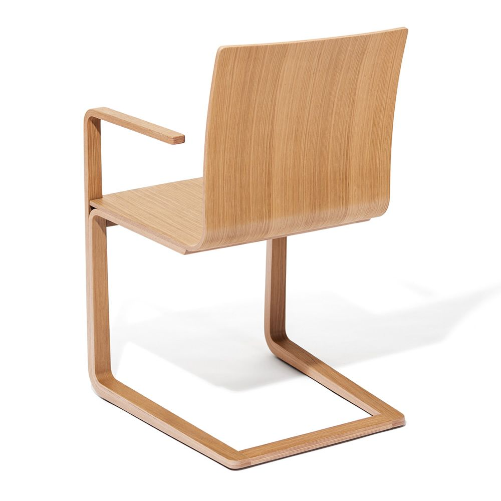 Mojo sedia ton con braccioli in legno con seduta in for Sedia design nordico