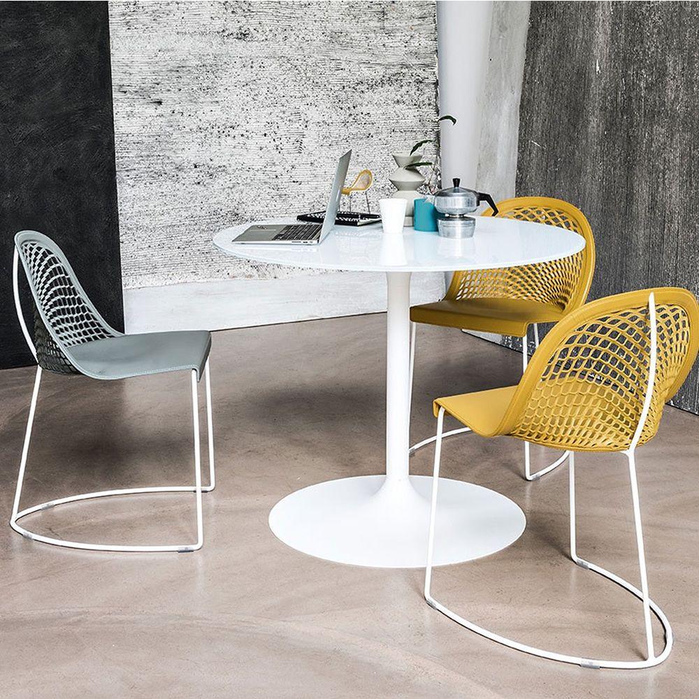 Guapa s chaise midj en m tal assise en cuir naturel en for Chaise cuir jaune
