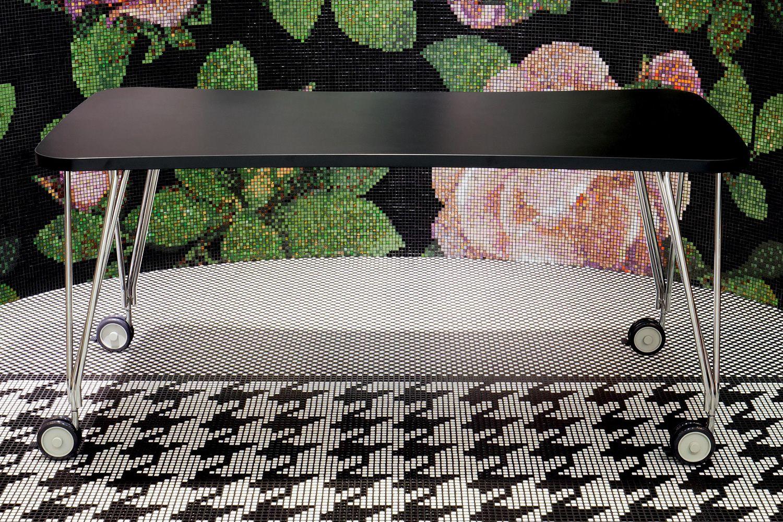 Max: design schreibtisch tisch kartell aus stahl und laminat mit