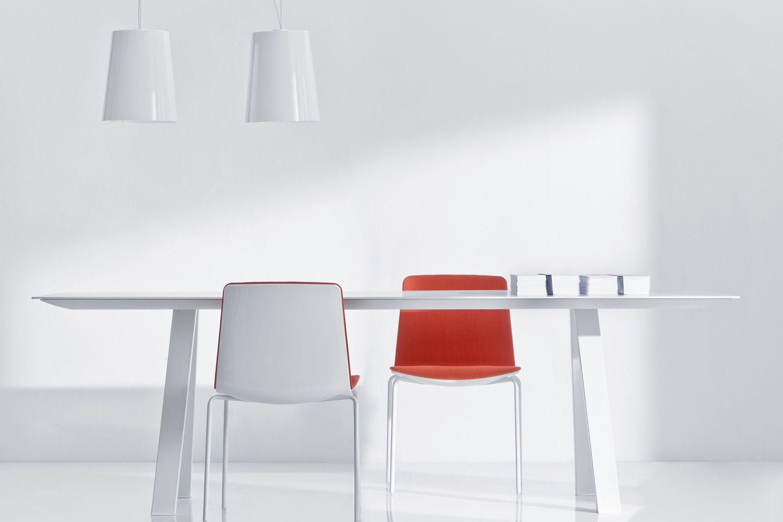 Arki table fester designer tisch aus metall mit for Designer tisch weiss