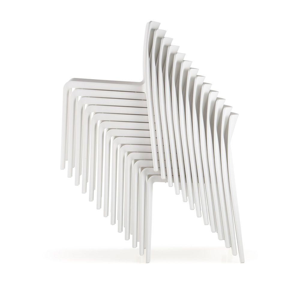 Volt 670 stuhl pedrali aus polypropylen stapelbar auch - Gartenstuhle kunststoff stapelbar ...