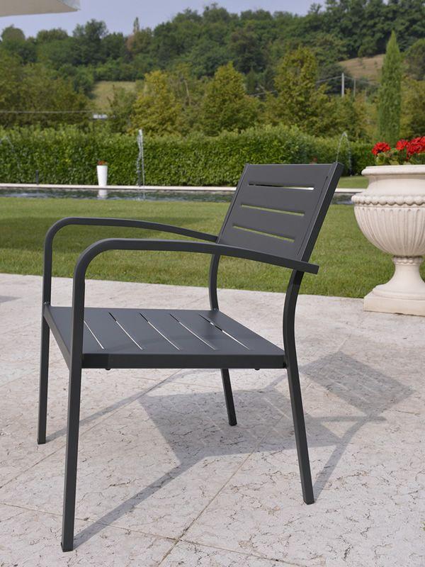 Rig72po poltroncina in metallo impilabile per giardino for Tavoli in metallo per giardino