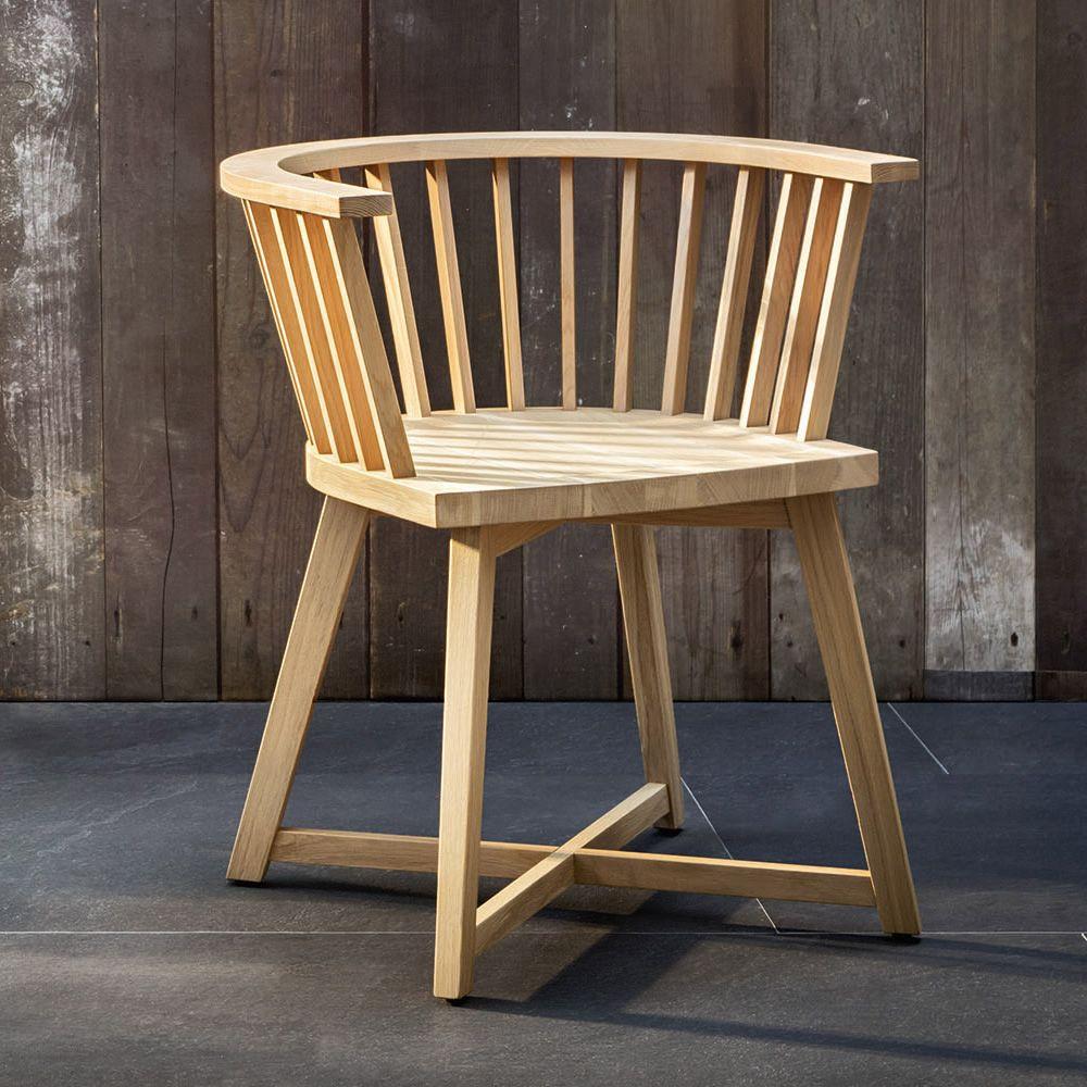 Gray 24 silla con reposabrazos gervasoni de madera for Sillas con reposabrazos