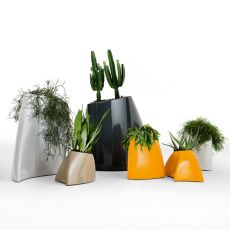Tao - Vase made of technopolymer, different colours and sizes available, also for outdoor