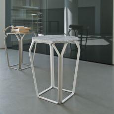 Tray 1 Marble - Tavolino quadrato di design in metallo, con piano in marmo, disponibile in diversi colori