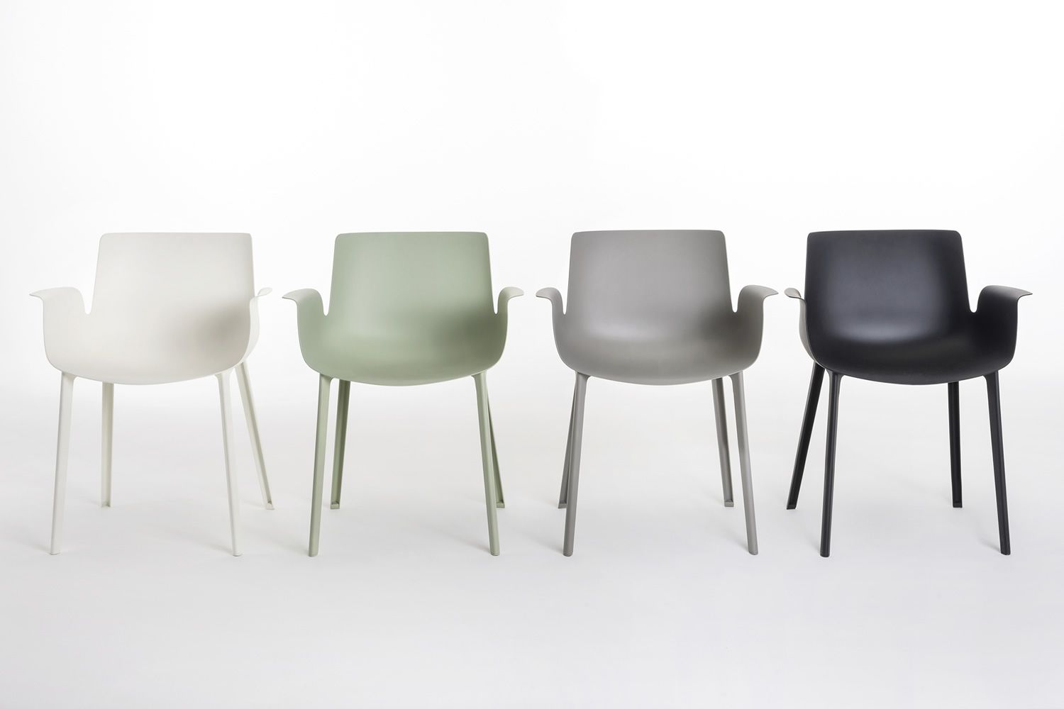 Piuma sedia kartell di design in tecnopolimero for Sgabelli kartell outlet
