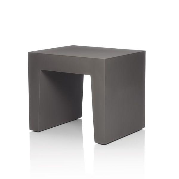 concrete seat hocker fatboy aus polyethylen in verschiedenen farben verf gbar auch f r den. Black Bedroom Furniture Sets. Home Design Ideas