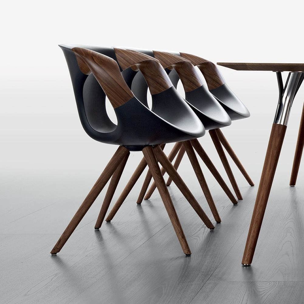 Up chair wooden arms designer sessel tonon mit beinen for Stuhl wooden arms