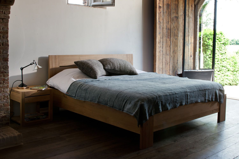 Azur n comodino ethnicraft in legno con cassetto - Un letto matrimoniale ...