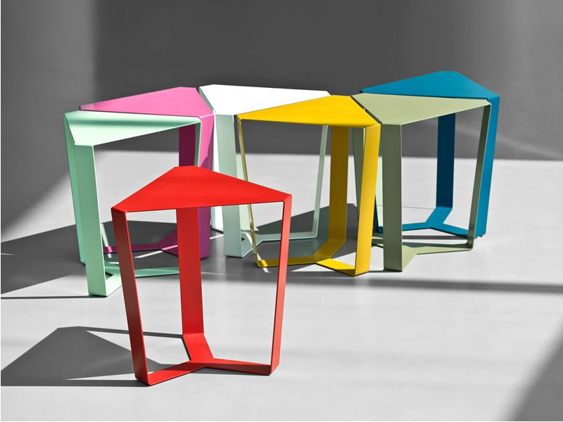 Finity small triangular design table made in metal for Table triangulaire
