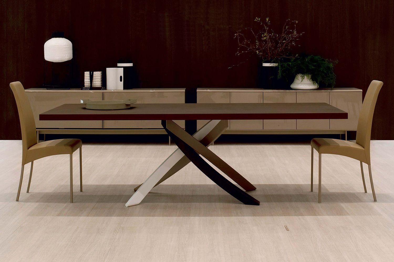 Artistico Wood | Tavolo con base laccata multicolore (bianco, sabbia, fango e testa di moro) e piano in rovere Spessart