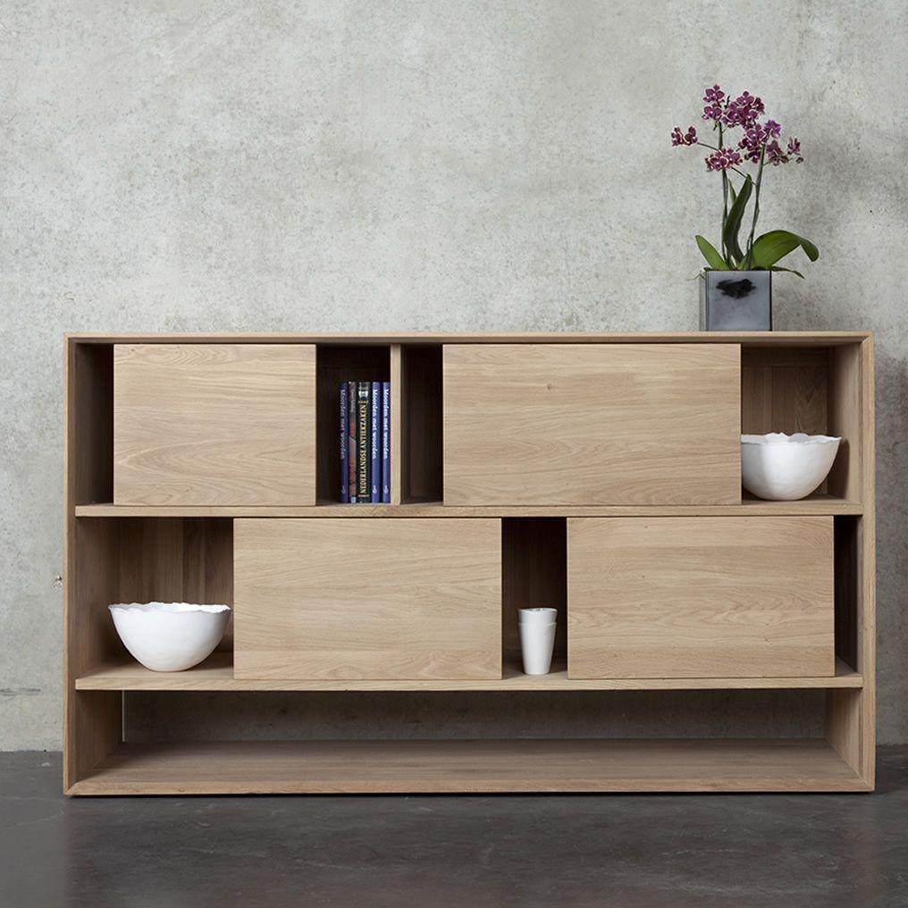 ... Mobile soggiorno basso in legno di rovere, con 4 ante scorrevoli