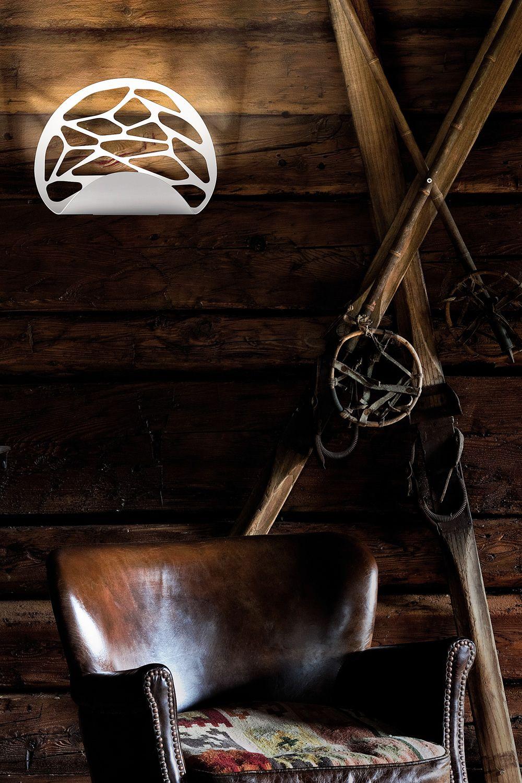 Kelly lampada a parete di design in metallo con luce led disponibile in diversi colori - Lampada parete design ...