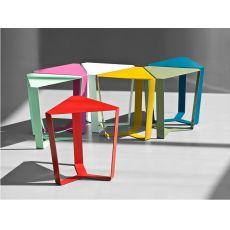 Finity - Tavolino triangolare di design in metallo, disponibile in diversi colori