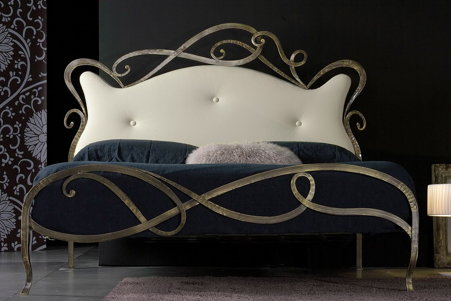 florenzia lit double en fer forg avec t te du lit. Black Bedroom Furniture Sets. Home Design Ideas