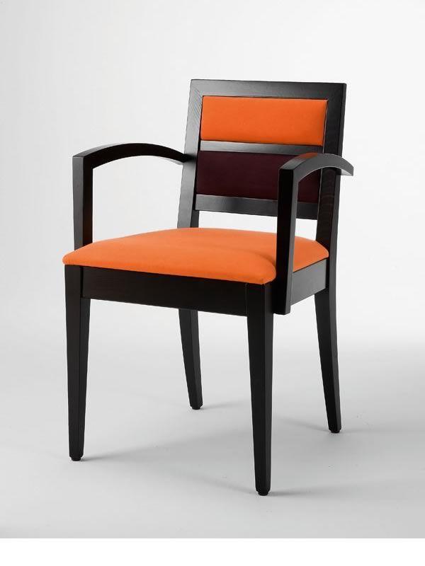 linea b pour bars et restaurants chaise en bois avec accoudoirs pour restaurants assise en. Black Bedroom Furniture Sets. Home Design Ideas