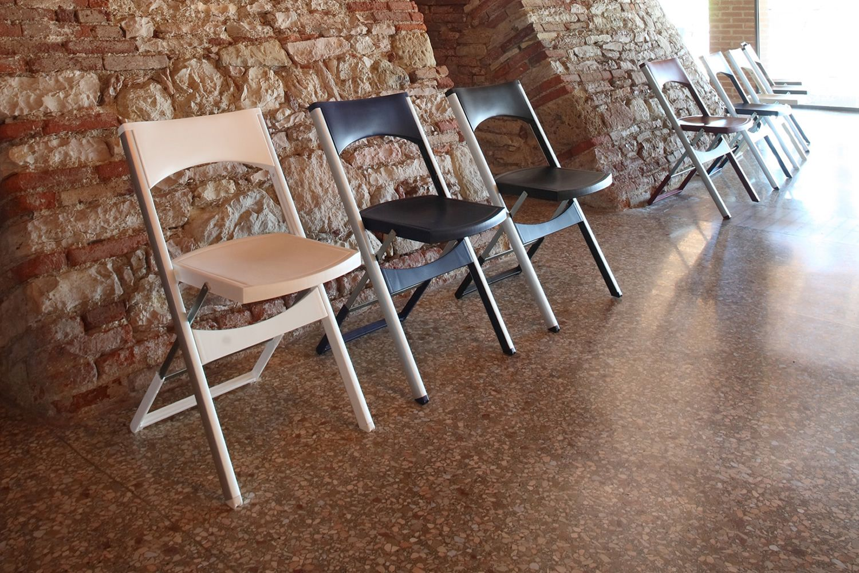 compact chaise pliante pour l 39 ext rieur en m tal et en technopolym re disponible dans. Black Bedroom Furniture Sets. Home Design Ideas