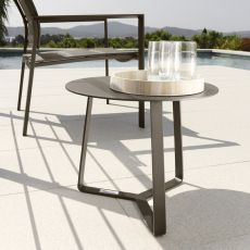 Touch - C2 - Round low table in aluminium, available in several sizes and colours