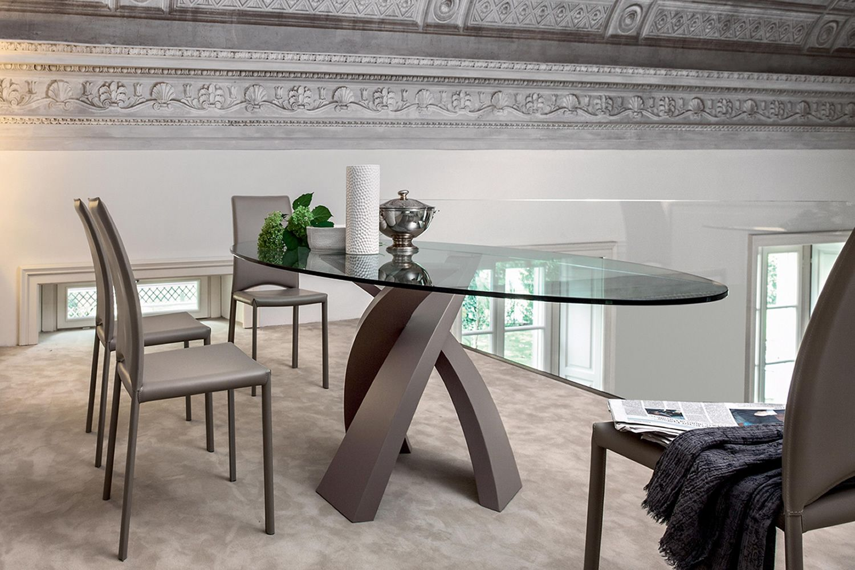Eliseo 8028 tavolo tonin in metallo con piano in vetro for Tavolo da pranzo ovale