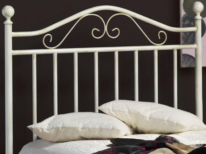 Giusy s letto singolo in ferro con pomoli in tinta sediarreda - Letto in ferro battuto bianco ...