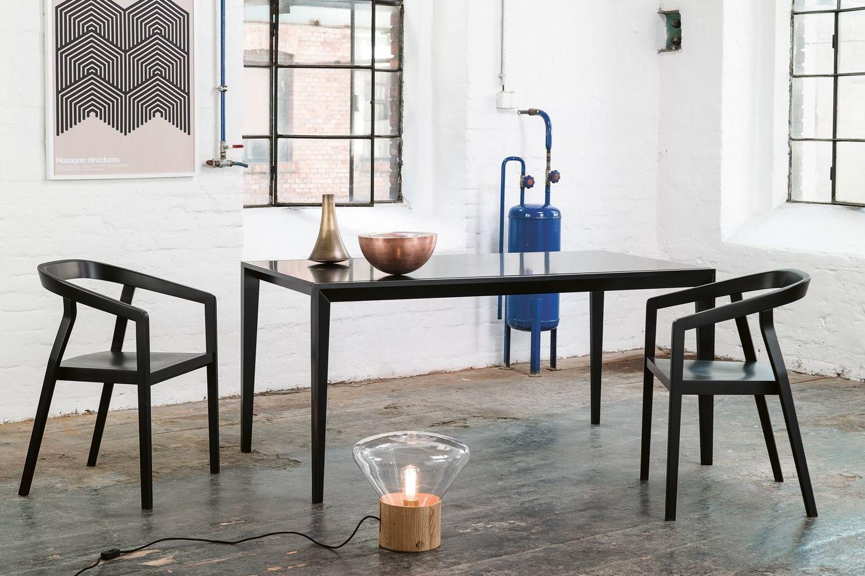 one stuhl ton aus holz mit armlehnen stapelbar mit. Black Bedroom Furniture Sets. Home Design Ideas