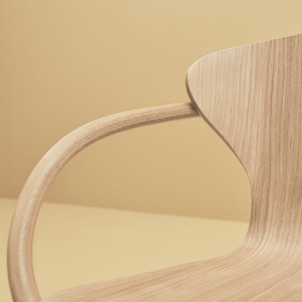 Bend - Sedia con braccioli, in legno di rovere - Sediarreda