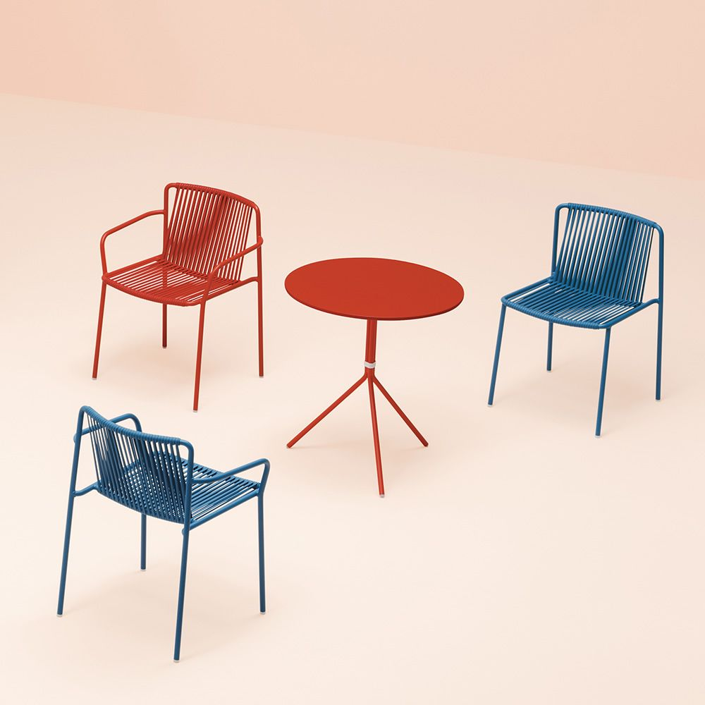 tribeca stuhl pedrali aus metall und pvc stapelbar mit oder hohe armlehnen auch f r den. Black Bedroom Furniture Sets. Home Design Ideas