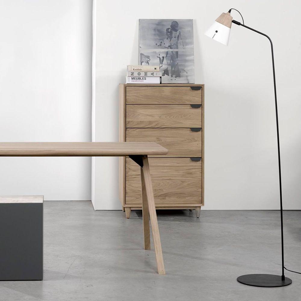 cone f stehlampe universo positivo aus holz und metall in verschiedenen farben verf gbar. Black Bedroom Furniture Sets. Home Design Ideas