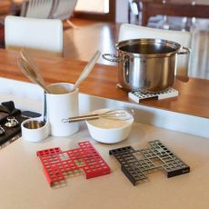 City S - Trivet in metal, available in several colours